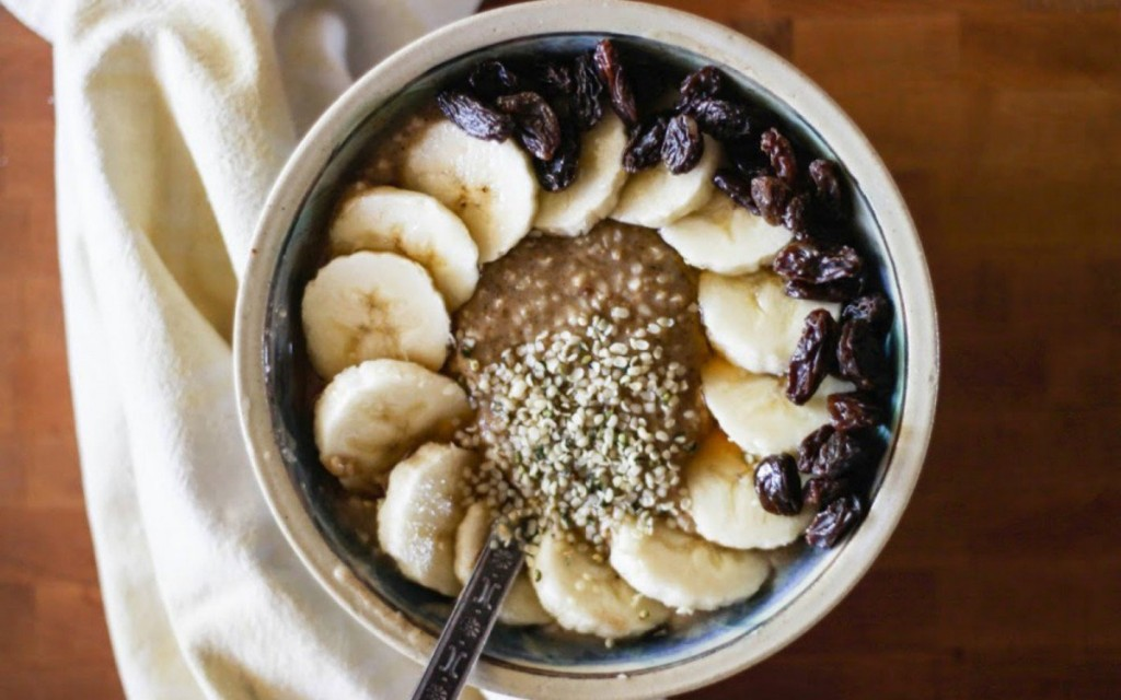 BANANA-OATMEAL-with-HAZELNUT-BUTTER-RAISINS-+-BAOBAB-POWDER-1200x750